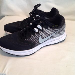 Men's Nike  zoom span 2 running shoe. EUC